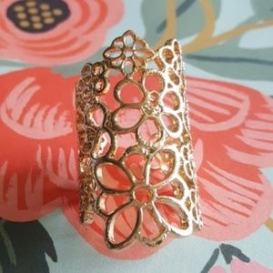 NWOT Gold lace flower ring. 6-6.5 statement